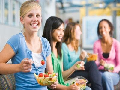 1teenagers-girls-healthy-meal-fruits-vegetables-salads-best-brand
